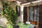 la-chambre-donne-sur-une-terrasse-privative-une-terrasse-privative-entouree-de-verdure-1-20151207-1170126560326f407f-b3ee-f742-eea5-1637a03244c4A3A998F6-010A-1C4A-C8C3-90758CFBFA5C.jpg